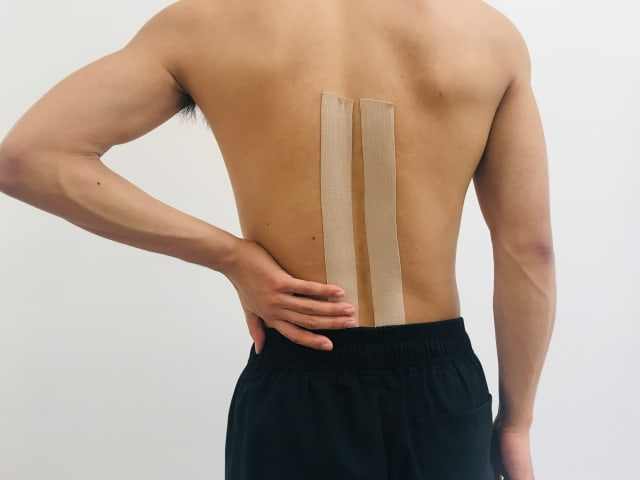ゴルフ腰痛が左側に起こる