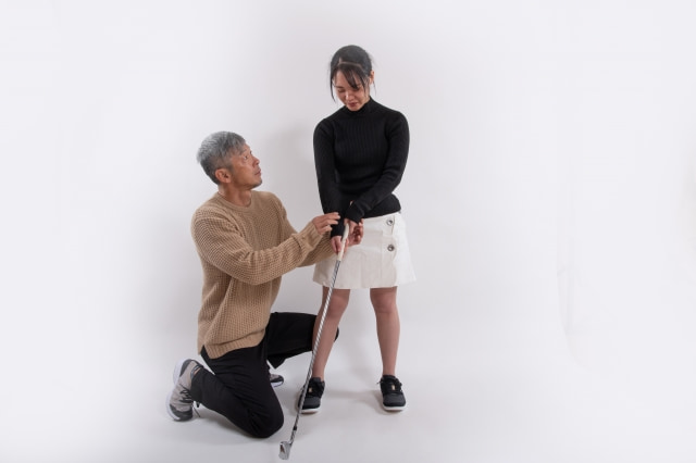 ゴルフ腰痛が右側だけに起こる原因と対策