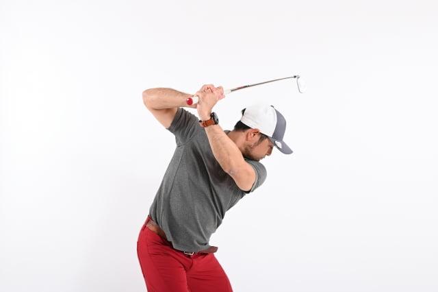 ゴルフ左側腰痛のスイング対策