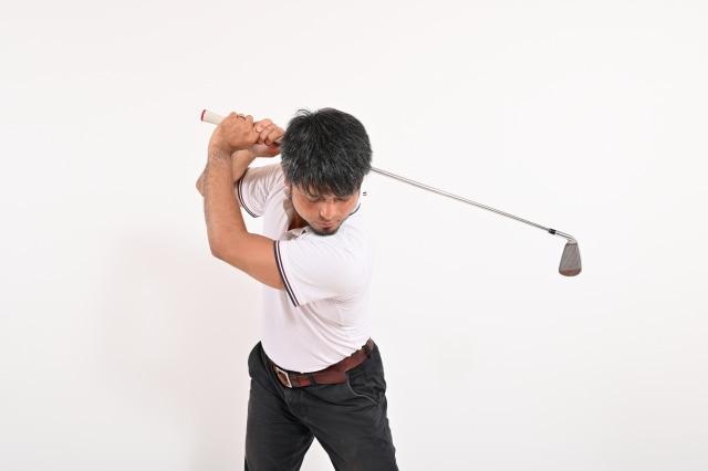 ゴルフで二の腕が痛い