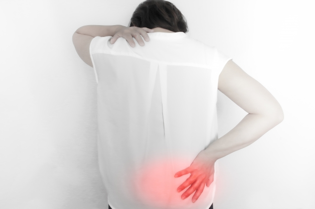つらい腰痛が起こるのは反り腰が原因
