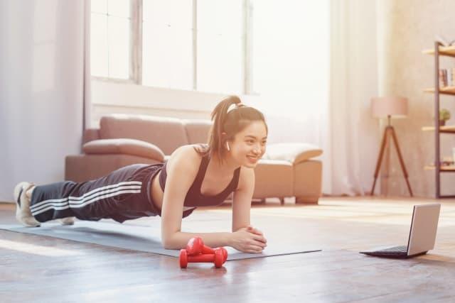 反り腰を改善する筋トレ